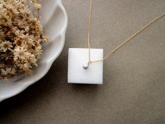 淡水パールのペンダントネックレス ■ 一粒の幸福 ■ ライトグレー 5~5.5mmの画像