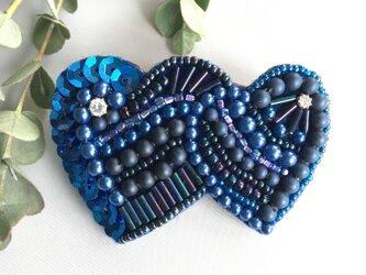 ビーズ刺繍ハートのバレッタ♡ロイヤルブルーの画像