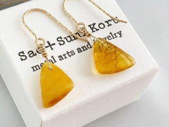 マーマレードオレンジ+ミルキー・トライアングル琥珀原石◇バルト海産◇K14GFピアスの画像