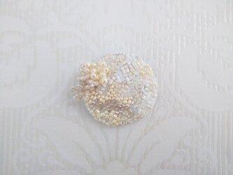 #75 刺繍ブローチ 白百合色の画像