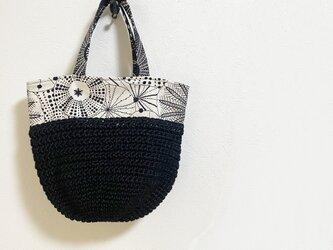 幾何学模様+黒麻糸編みモノトーンかばんの画像
