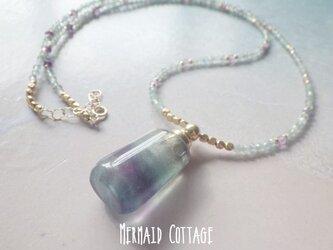 *14kgf*Twilite フローライトの香水瓶アロマネックレス☆天然石アロマボト☆アパタイトの画像
