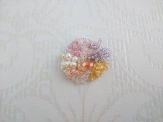 #76  刺繍ブローチ ミニ花束 の画像