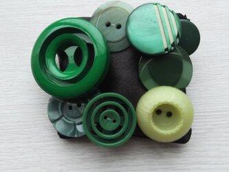 ボタンブローチ  緑 ♯2の画像