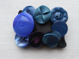 ボタンブローチ  青 ♯1の画像