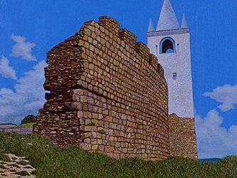 丘の上の城壁の画像