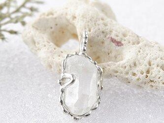 ~結晶を飾る~ パキスタン水晶原石のペンダントの画像