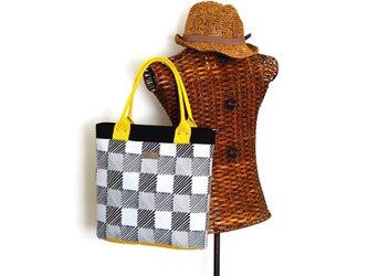 一点物! デザイナーズ生地で作ったトートバッグ(手描き風斜線×グリーングレー無地)の画像