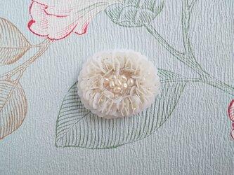 #78  刺繍ブローチ 白百合色の画像