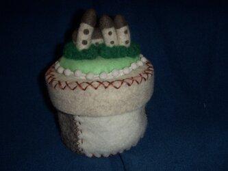 羊毛フェルトドイツのモチーフ 小物入れの画像