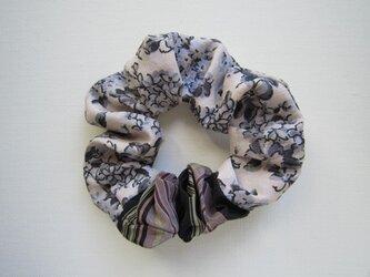 着物生地のシュシュ(小花×縞)の画像
