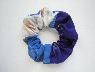 着物生地のシュシュ(青×青紫)の画像