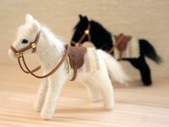羊毛フェルト 芦毛馬の画像
