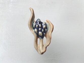 宝石の花[陶器ブローチ]の画像