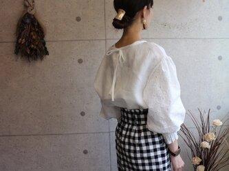 relaxingリネン100% 袖刺繍デザインバックリボンプルオーバーの画像