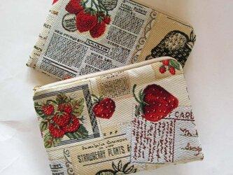 スペイン生地 両面 いちごと英文字のポーチ 母の日 一点物 コスメ入れ 通帳いれ カード入れ  薬入れの画像