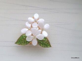 (再販)紫陽花の帯留め(ホワイト/アナベル)の画像