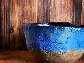 青い縄文小鉢の画像