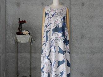 着物リメイク 浴衣のロングワンピ/百合の花/ゆったり目のLの画像