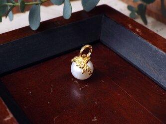 花冠のパールペンダントトップの画像