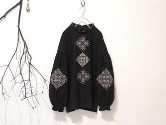 [ T様 専用 ] ソロチカ刺繍のリネンブラウス -black-の画像