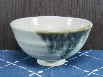 陶器 ご飯茶碗(やや大)白+緑【210505】の画像