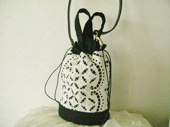 アンティークドイリー*ホワイトワーク*手刺繍*黒リネン*巾着バッグ*ショルダーバッグの画像