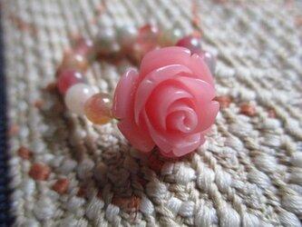 再販無し 古い花彫り珠と花翡翠の指輪 護符石リングの画像