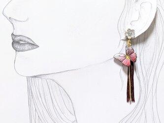 【新作】フワリと舞う蝶のピアスの画像
