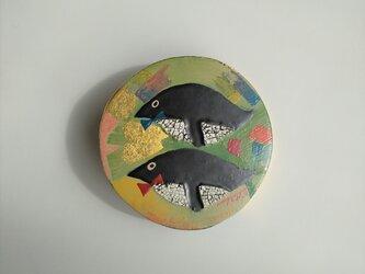漆ブローチ「penguin」の画像