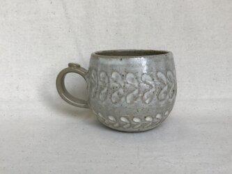 粉引きのマグカップ (しのぎリーフ柄)の画像