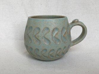 ミントグリーン色のマグカップ (しのぎリーフ柄)の画像