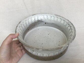 粉引きの中深鉢(丸しのぎ柄)の画像