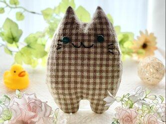 グーちゃんモデル!ベージュチェックの猫のぬいぐるみ「ふにゃ〜た」の画像