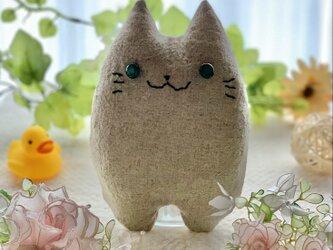 グーちゃんモデル!ベージュの猫のぬいぐるみ「ふにゃ〜た」の画像