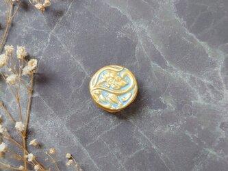 花とつぼみブローチ6(サックスブルー×ゴールド) せきそ粘土の画像