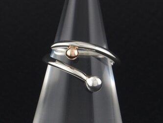 自由な曲線に銀粒と金粒の指輪 30Rの画像