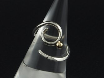 自由な曲線に金粒の指輪 33Rの画像