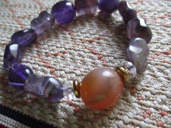 古いお石のみでお繋ぎしました路路通珠瑪瑙と紫水晶のブレスレットの画像