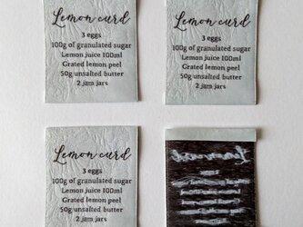 【商用可】Lemon Curd 織ネーム 立徳粉(薄い灰色)×白×墨色 刺繍タグ ネームタグの画像