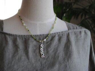 編み目で出来たツリー風ネックレスの画像