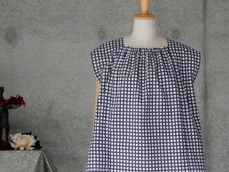 着物リメイク 浴衣のトップス/濃紺と白の画像
