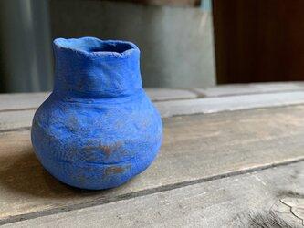 青い縄文の小壺の画像