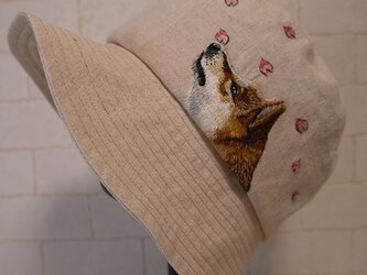 リネン生地で作ったクロッシェ(柴ちゃんと花びら)の画像