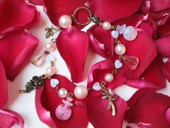 アールデコな妖精と香水瓶のバッグチャーム(ピンク&アンティークゴールド)の画像