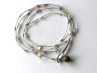 ふきよせ ネックレス[薄い若草色]/ワックスコード, ガラスビーズ, 天然石の画像