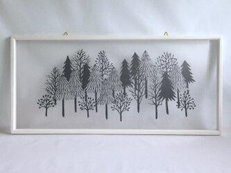 「静かな森」(ストーングレー / ホワイトフレーム)の画像