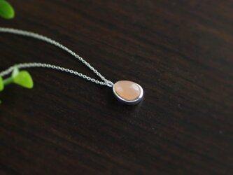 【純銀】オレンジムーンストーンのネックレスの画像