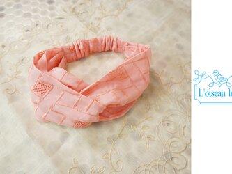 ヘアバンド 幾何学刺繍ピンクの画像