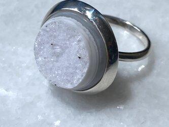 水晶ジオードの満月のリングの画像